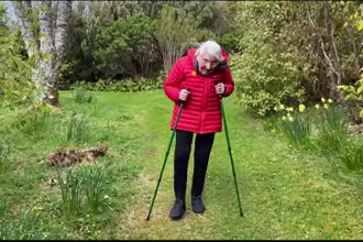 O bătrână de 90 de ani din Scoția se antrenează în fiecare zi pentru a cuceri un munte