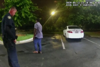 Tânărul afroamerican din Atlanta, care a fost ucis de un polițist, ar fi furat un pistol