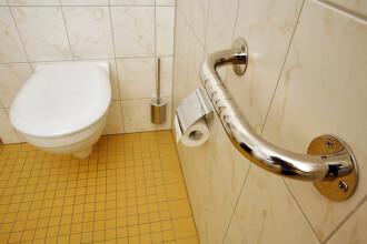 Ce se poate întâmpla dacă tragi apa fără să lași jos capacul toaletei