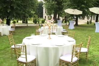În loc de restaurante, românii vor face nunţile la cort, în grădini sau pe plaje