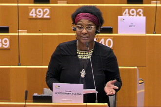 VIDEO. Lacrimi în Parlamentul European. O eurodeputată de culoare a povestit cum a fost agresată de polițiștii belgieni