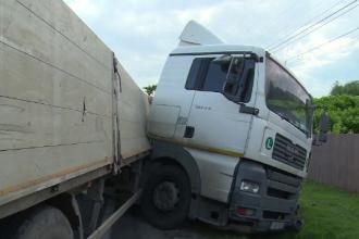 Accident îngrozitor în Dâmbovița. Doi soți, spulberați de TIR și aruncați în șanț