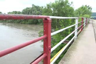 S-a certat cu iubitul și a spus că se aruncă în Mureș. Ce au găsit polițiștii pe malul râului