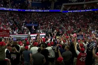 Miting electoral al lui Trump, în Tulsa. Distanțare socială inexistentă, măști opționale
