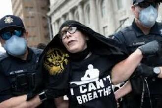 """VIDEO. O profesoară de 62 de ani, arestată la mitingul lui Trump. """"Nu mi-a venit să cred"""""""