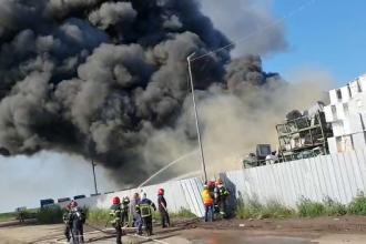 Incendiu în Buzău, la cea mai mare platformă de reciclare din Europa. Populaţia, avertizată prin RO-ALERT