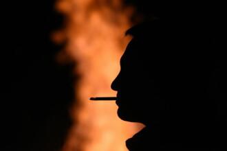 Un bărbat a luat foc după ce și-a aprins o țigară. Cum a fost posibil