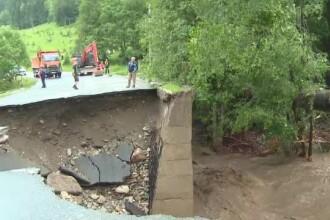 Valea Jiului a fost blocată de șuvoaie. Sute de oameni au fost evacuați