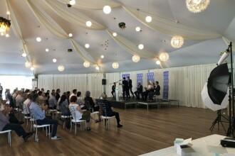 Ședință fără restricții organizată de PNL. Peste 100 de oameni s-au întrunit într-un cort de nuntă