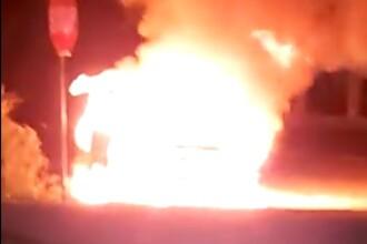 Mașina şefului Poliţiei de Frontieră Vişeu de Sus, incendiată cu un cocktail Molotov