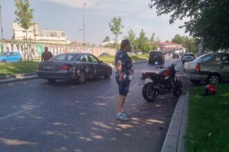 Val de accidente în București, după ce strada a fost stropită cu o soluție alunecoasă. Amenda primită de responsabili