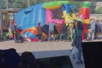 Două fetiţe din Rusia au fost aruncate în aer, după ce castelul gonflabil în care se jucau a explodat
