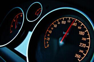 Un tânăr a fost surprins de aparatul radar circulând cu 203 kilometri pe oră pe un bulevard din Braşov