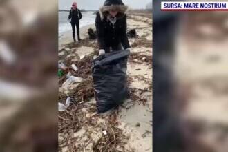 Cele mai murdare plaje de pe litoral, curățate de voluntari. S-au adunat peste 5.500 de gunoaie