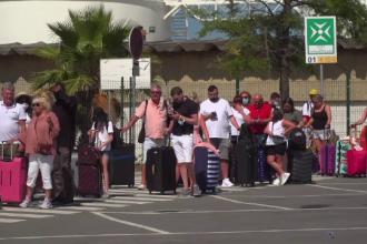 Mii de turiști britanici, aflați în concediu în Portugalia, au luat cu asalt aeroporturile, pentru a evita carantina