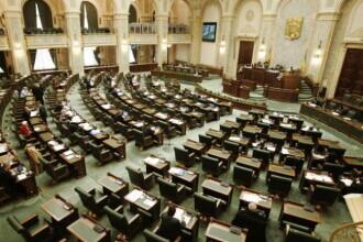 50% dintre angajații Parlamentului, trimiși în telemuncă. Vizitatorii şi jurnaliștii intră doar cu certificat verde