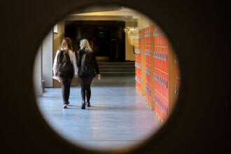 """Raport: Hărţuirea sexuală a devenit banală între elevii din Marea Britanie, iar în școli există o """"cultură a violului"""""""