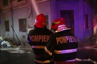 Incendiu puternic în București. Un bărbat a murit, mai multe persoane au fost evacuate