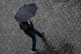 Început de săptămână cu ploi, vânt și chiar lapoviță. Cum va fi vremea zilele următoare