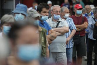 Peste 1.400 de oameni s-au vaccinat anti COVID în Piața Obor și au primit o porție de mici