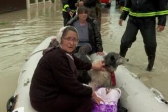 România este pe jumătate sub ape: oameni evacuați, case și drumuri distruse. Câți bani vor primi de la guvern cei afectați