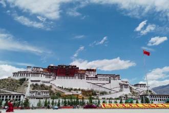 Turismul din Tibet a înflorit în pandemie. Sunt atât de mulți turiști, încât autoritățile limitează accesul