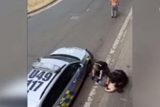 Video. Intervenție a poliției în stilul George Floyd în Cehia. Un tânăr de origine roma a murit în ambulanţă