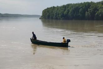 Două surori au dispărut în Dunăre, la Isaccea. Una ar fi încercat să o salveze pe cealaltă