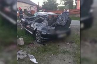 Accident grav în Bistrița-Năsăud. Un tânăr, în stare gravă, după ce a intrat cu mașina într-un stâlp de electricitate