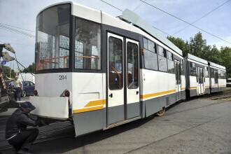 Tramvai deraiat în zona Rahova, din București. Călătorii liniei 32 sunt preluați de autobuze