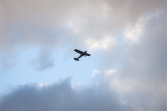 Un adolescent a fost arestat după ce a preluat controlul unui avion. Voia să se sinucidă