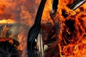 Au fost la un pas de moarte dupa ce masina in care se aflau a luat foc