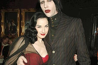 Marilyn Manson ii cere scuze Ditei!
