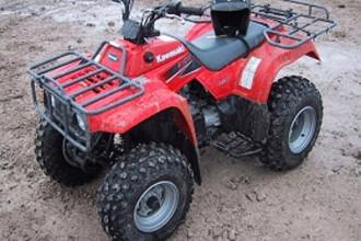 Doi turisti maghiari care se plimbau cu ATV-ul in Muntii Bihorului au cazut intr-o rapa. Unul dintre ei a suferit rani grave