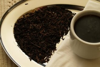 Ceaiul prea fierbinte creste riscul de cancer la nivelul gatului