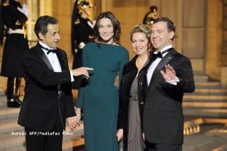 Carla Bruni Sarkozy fara sutien la intalnirea cu Medvedev!