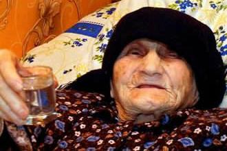 Are 130 de ani si inca traieste! Un pahar de vodca, secretul longevitatii