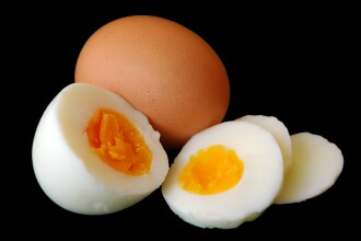 Noile temeri ale chinezilor: oua falsificate si chifle