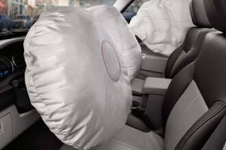 Un mort, un ranit si doua masini facute praf din cauza unui airbag