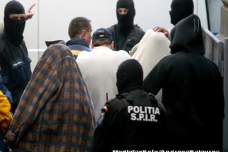 26 de indivizi banuiti ca au pacalit statul, adusi de mascati la audieri