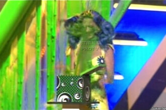 Katy Perry, improscata cu voma din cap pana in picioare!