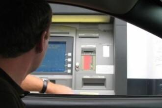 Atentie cui ii ceri ajutorul la bancomat. A ramas fara bani dupa ce a rugat un trecator sa-l ajute