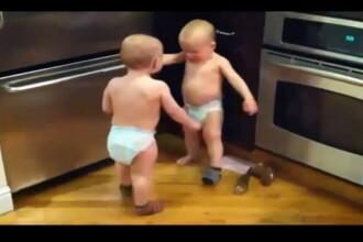 S-a inventat limba gemenilor. Cel mai funny VIDEO cu bebelusi