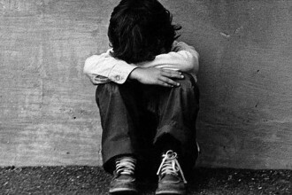 Parintii care isi abandoneaza copiii pot ajunge la inchisoare.Proiectul legislativ a trecut de Senat
