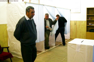 PDL vrea camere video in sectiile de votare, la referendum.
