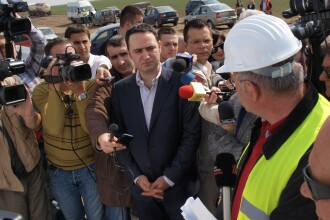 Autostrada Nadlac-Arad se face in stilul traditional: lucrarile au ramas in urma. Ce zice ministrul