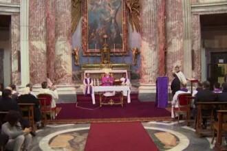 Cardinalii cu sanse de a deveni noul Papa au tinut slujbe separat, in diferite biserici din Roma