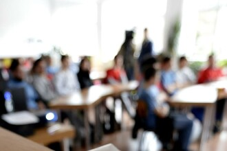 Craiova: Elevii care s-au filmat in timp ce intretineau relatii sexuale vor fi mutati la alte scoli