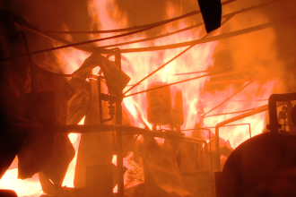 O fabrica de mobila din Reghin a fost, pentru 5 ore, sub stapanirea flacarilor