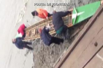 Sport extrem pe vreme rea. Sase turisti germani au fost salvati din valurile furioase ale Dunarii
